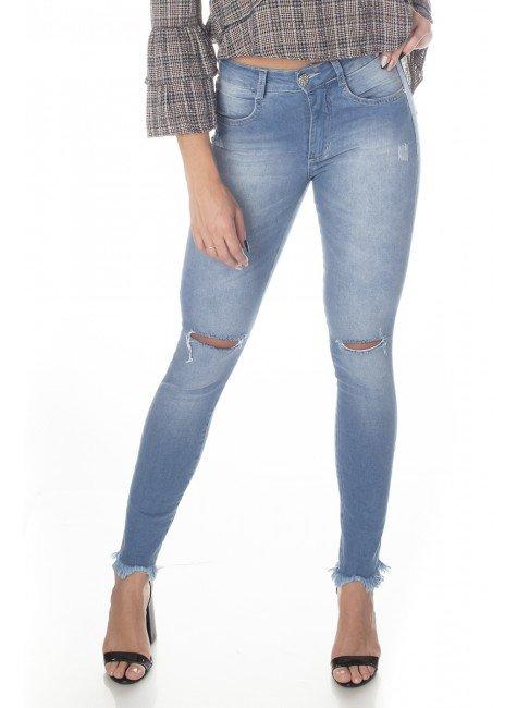 213002 Calça Jeans Feminina Skinny com Puídos e Rasgo no Joelho (Frente1)