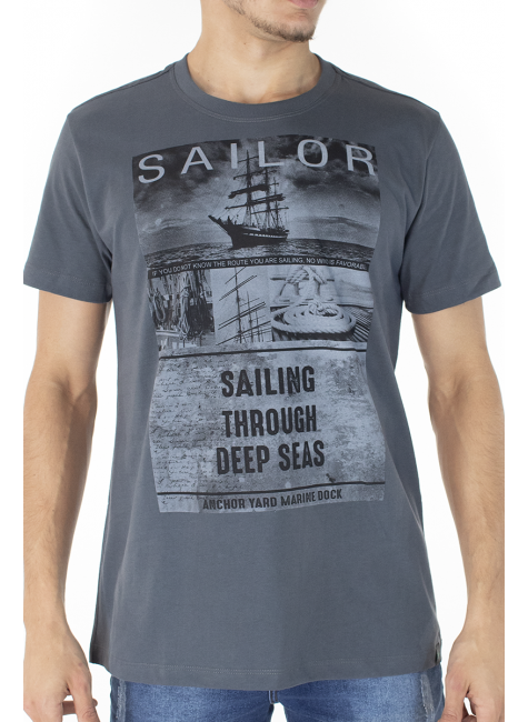 41222004081 T-shirt Masculina Estampa Sailor Cinza (Frente)